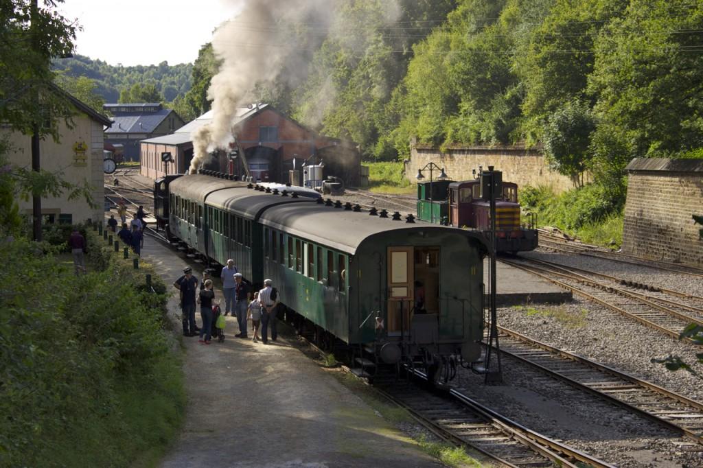 Der Train 1900 steht abfahrbereit in Fond-de-Gras