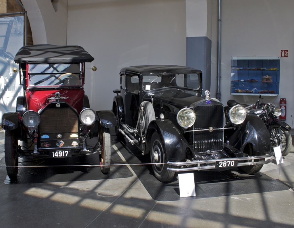 Zwei Autos im Museum Diekirch