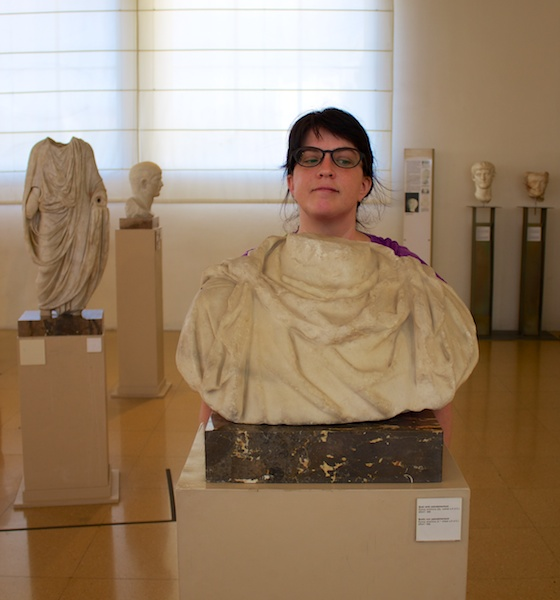 Anke im archäologischen Museum