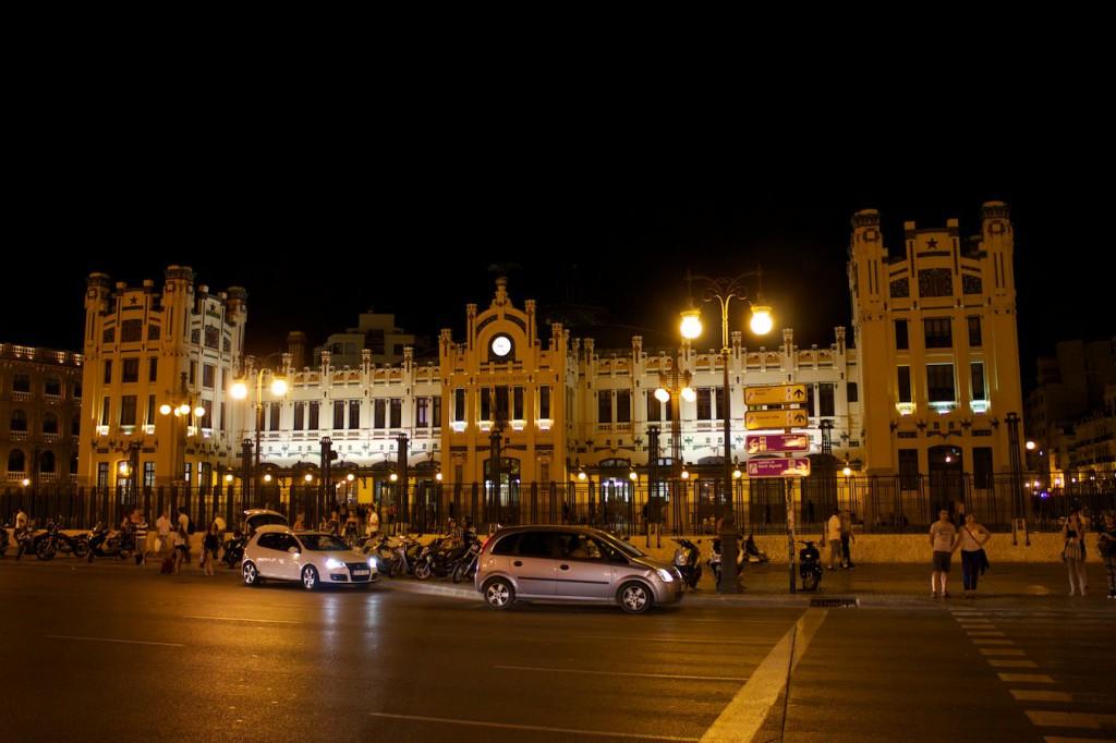 Bahnhof Valencia Nord bei Nacht