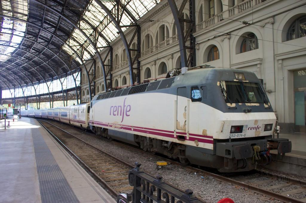 Elipsos Trenhotel im Bahnhof Barcelona França