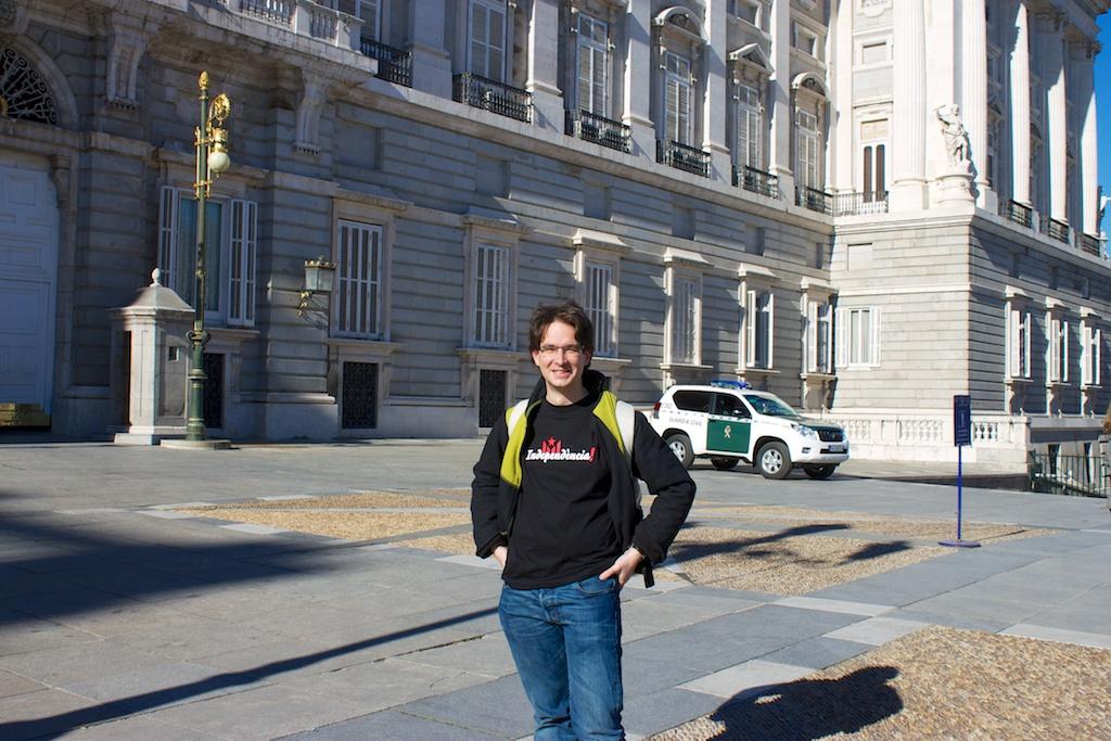 Ein-Mann-Demo vor dem spanischen Königspalast