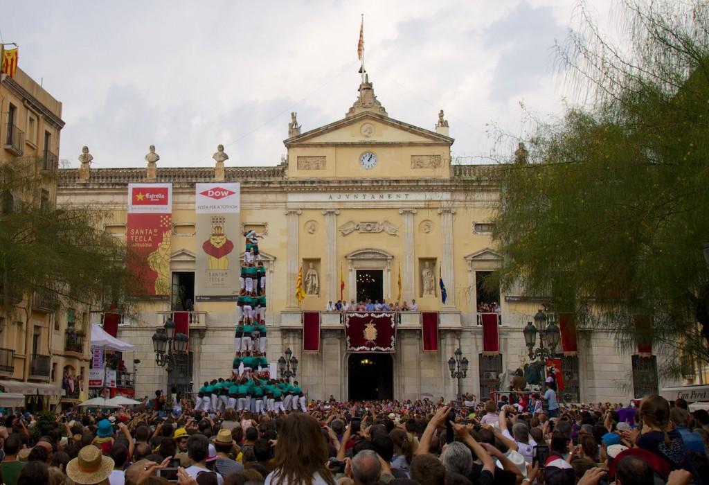 4de9fa der Castellers de Vilafranca (auf dem Plaça de la Font in Tarragona)
