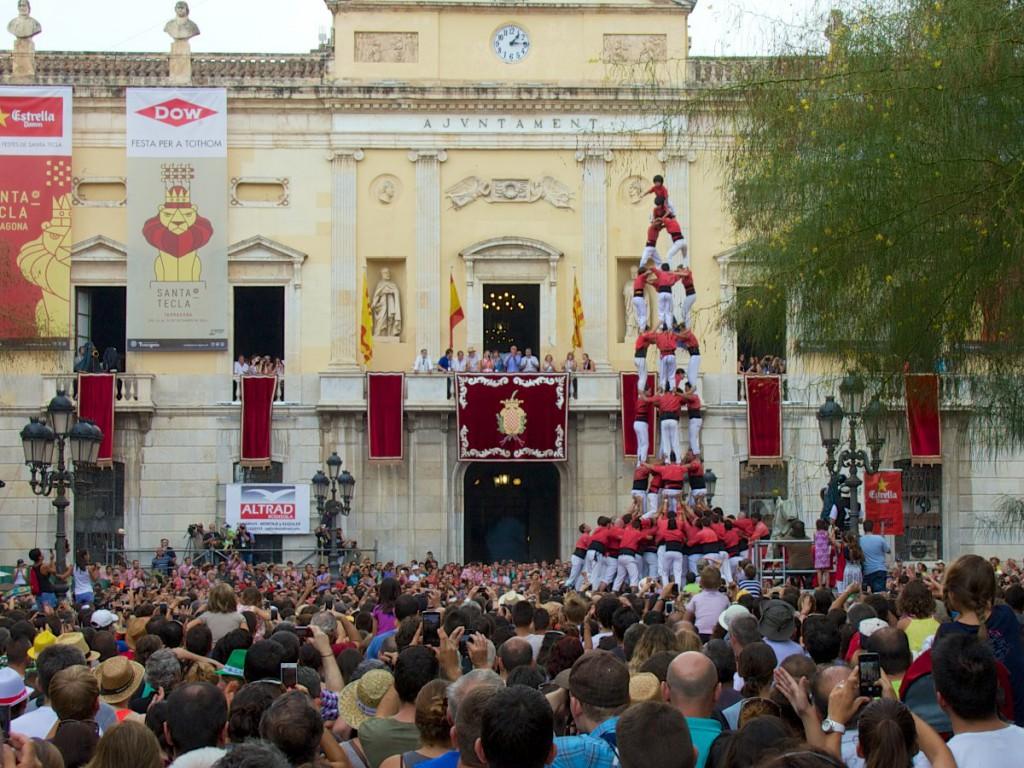 4de9fa der Colla Vella de Valls (auf dem Plaça de la Font in Tarragona)