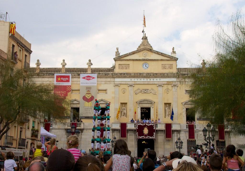 5de8 der Castellers de Vilafranca (auf dem Plaça de la Font in Tarragona)