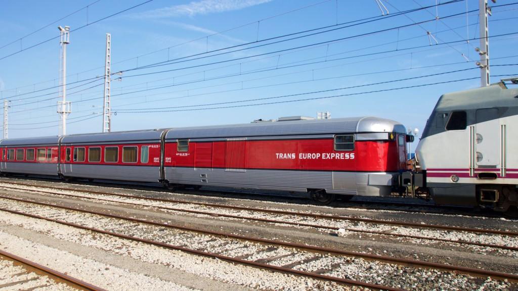 Talgo III RD im Bahnhof Tarragona