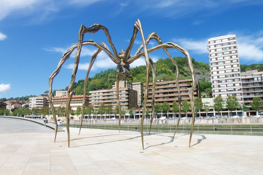 Spinne vor dem Guggenheim-Museum