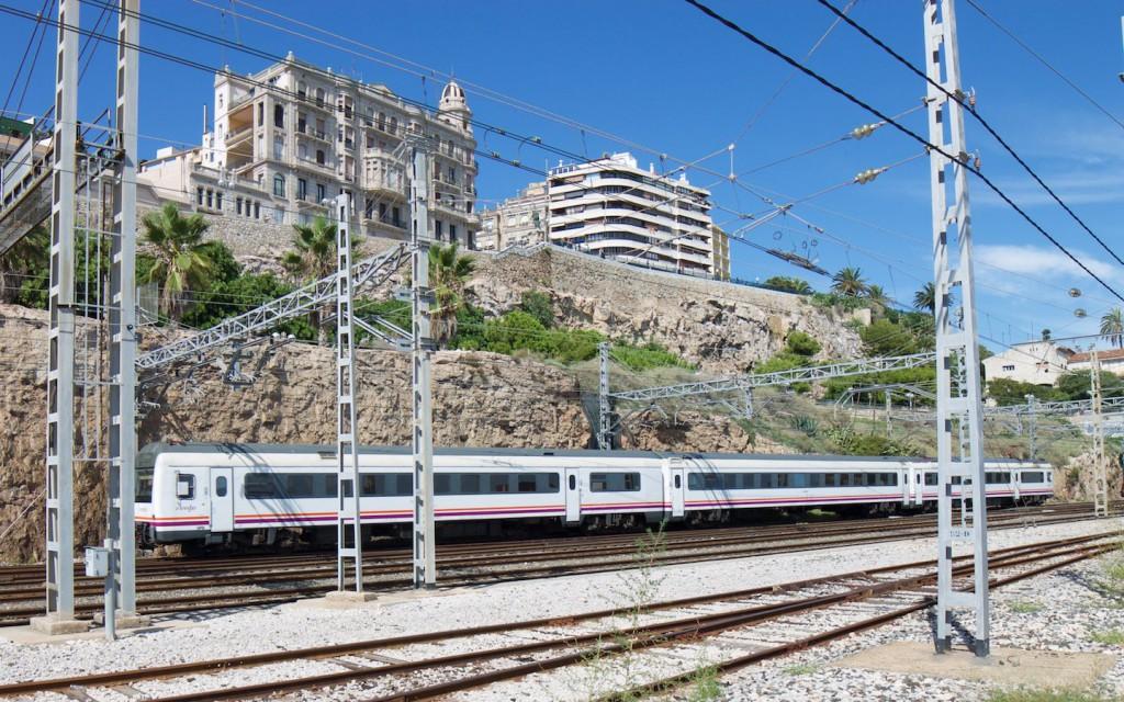 "RENFE Baureihe 470 vor dem ""Mittelmeerbalkon"""