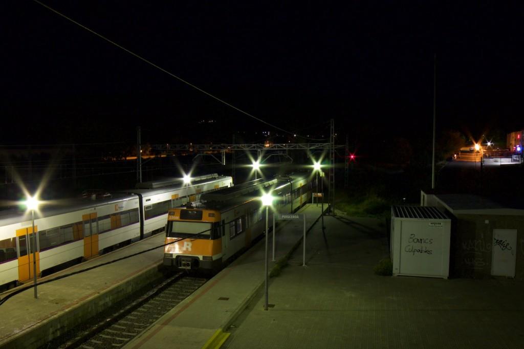 Zwei 447er nachts in Puigcerdà