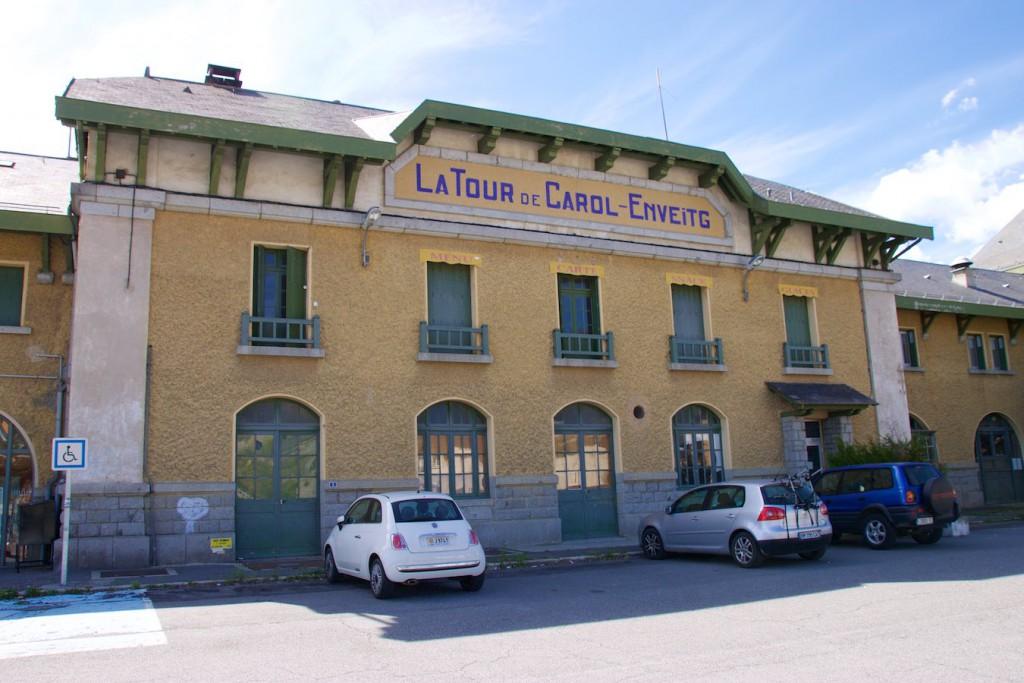 Empfangsgebäude des Bahnhofs La Tour de Carol-Enveitg