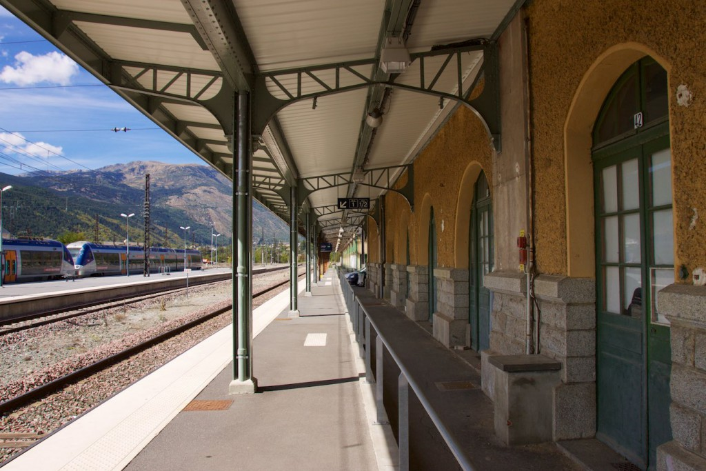 Hausbahnsteig am Bahnhof La Tour de Carol