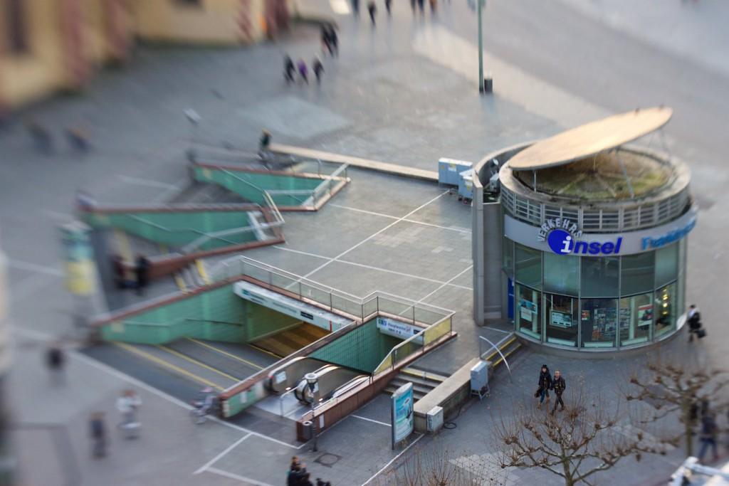 """Kundeninfo (""""Verkehrsinsel"""") an der Station Hauptwache"""