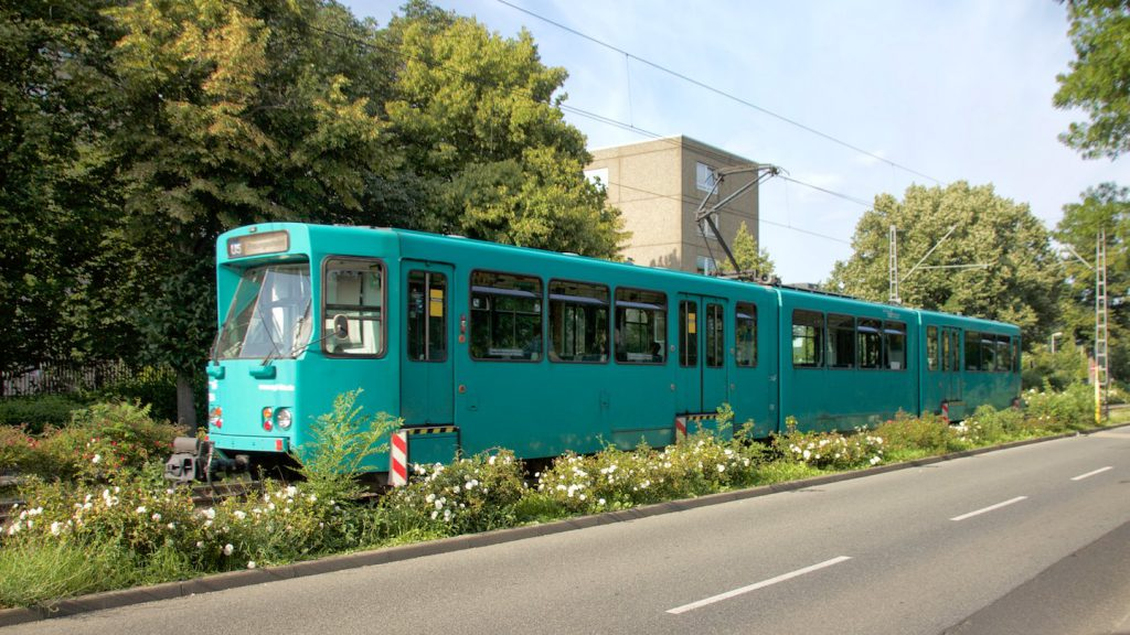 Ptb-Wagen der Linie U5 im Marbachweg