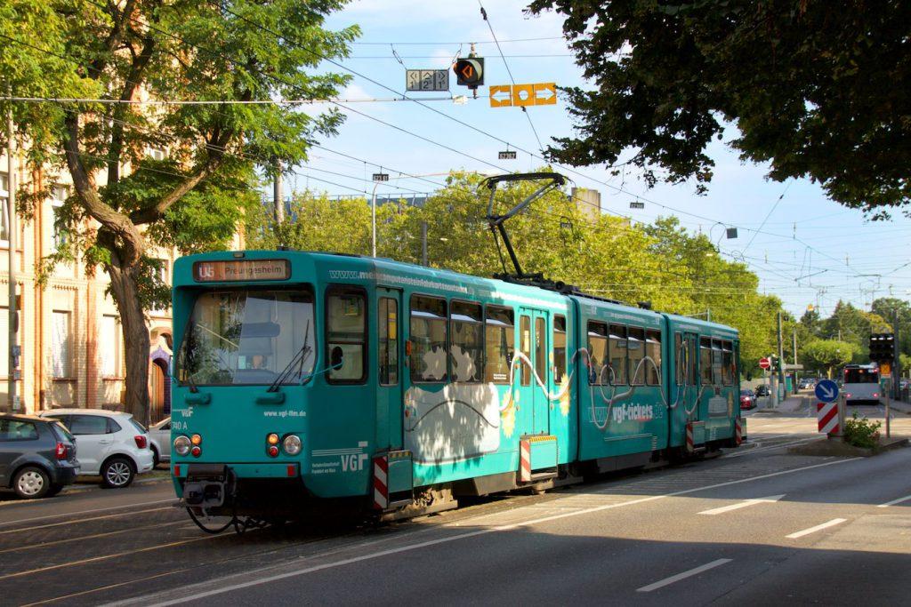 Ptb-Wagen der U5 in der Nähe der Eckenheimer Wagenhalle