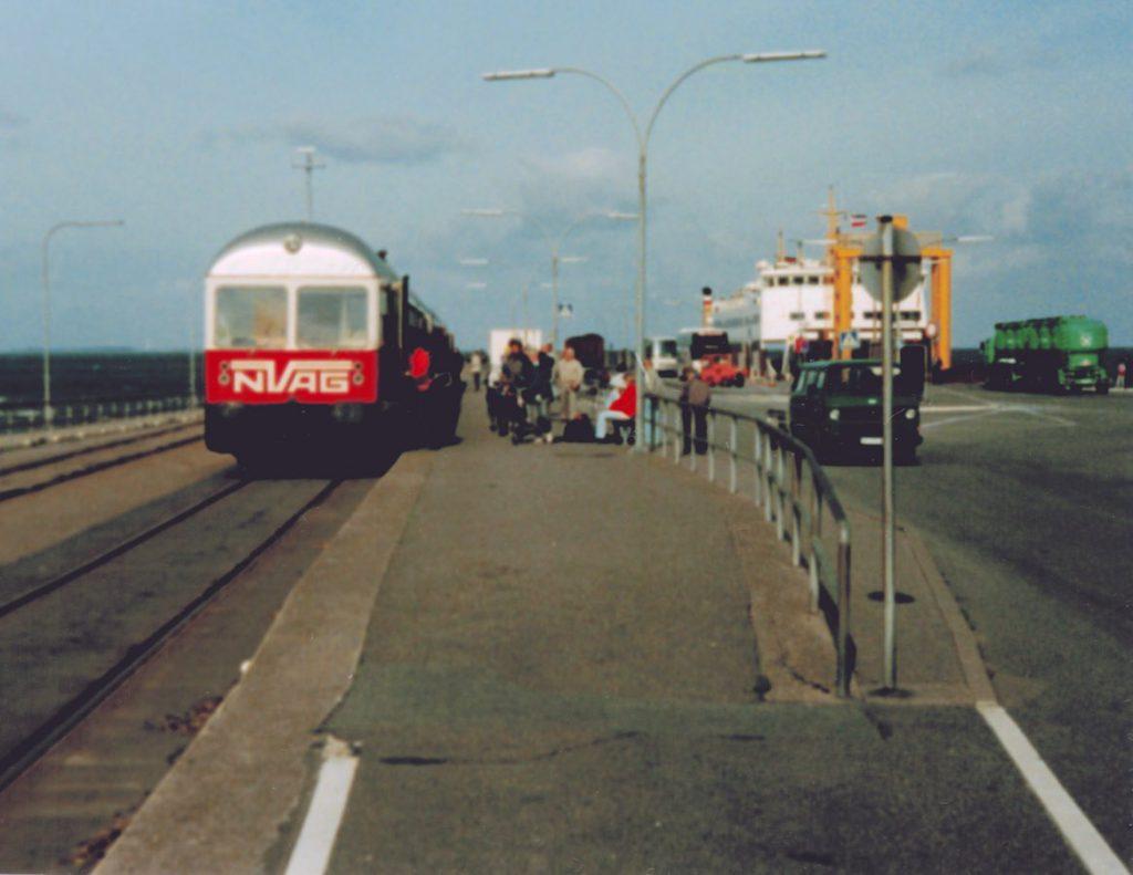 Triebwagen der NVAG an der Mole, 1992