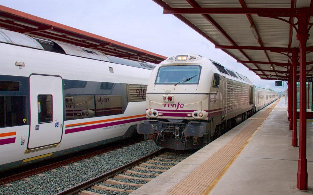 Altaria nach Algeciras im Bahnhof Ronda