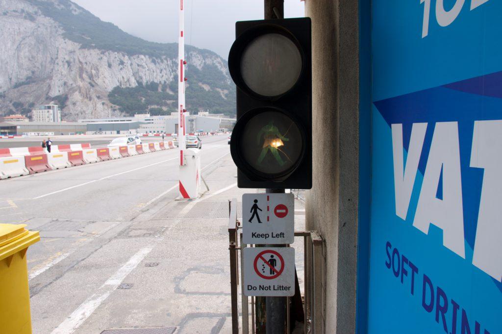 Ampel am Landebahnübergang