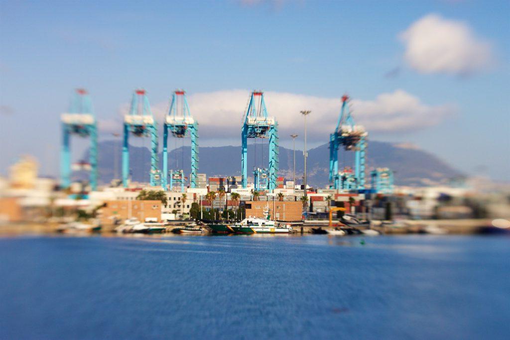 Hafen Algeciras, im Hintergrund Gibraltar