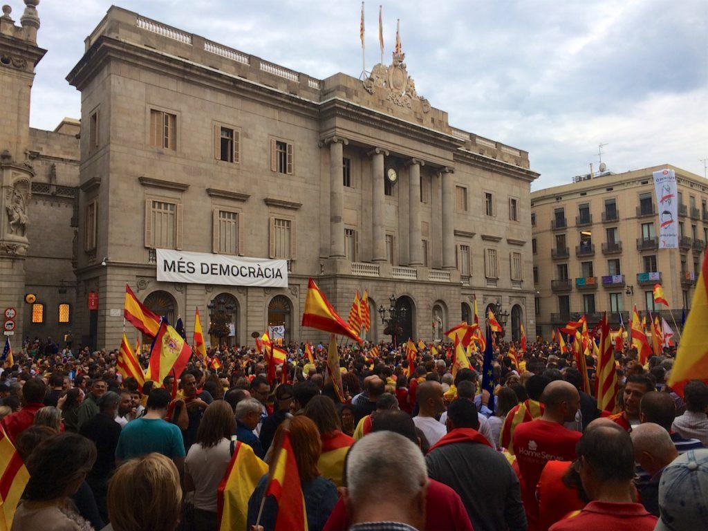 Demonstration von Unionisten vor dem Ajuntament von Barcelona