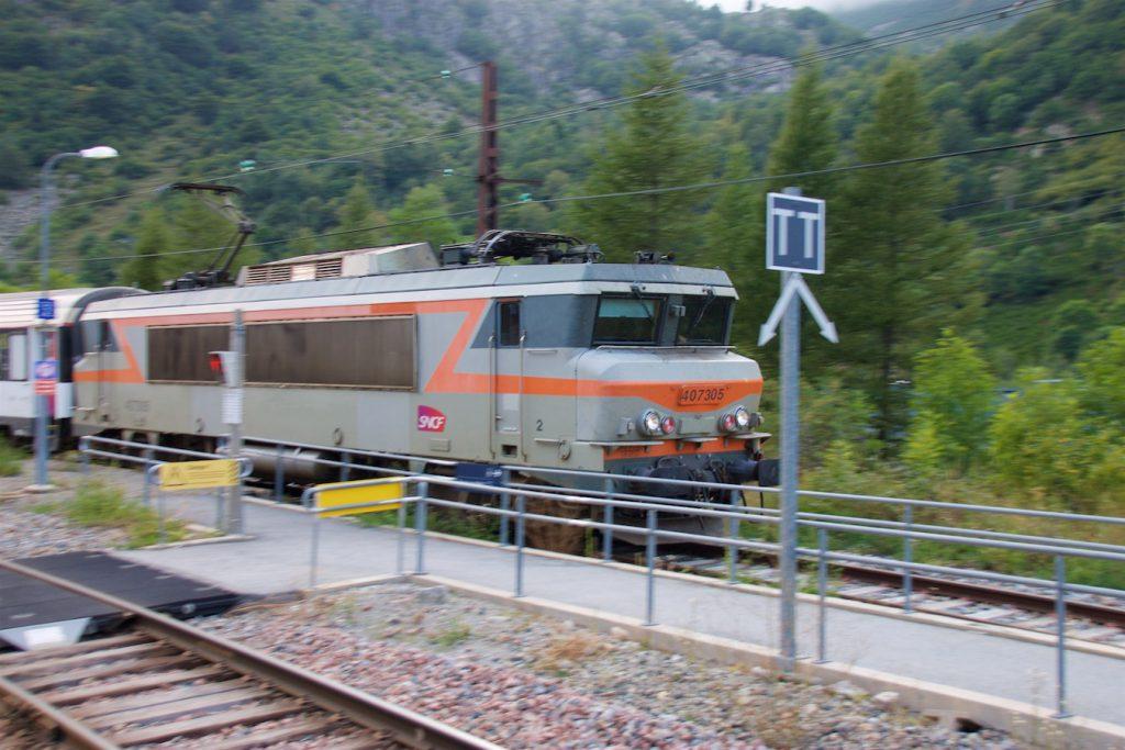 Lok 407305 mit Nachtzug von Latour-de-Carol nach Paris Austerlitz