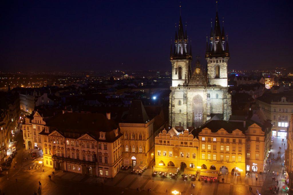 Teynkirche am Abend vom Rathausturm aus