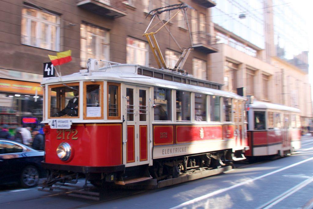 Zug der Linie 41 auf der Straße Jindřišská