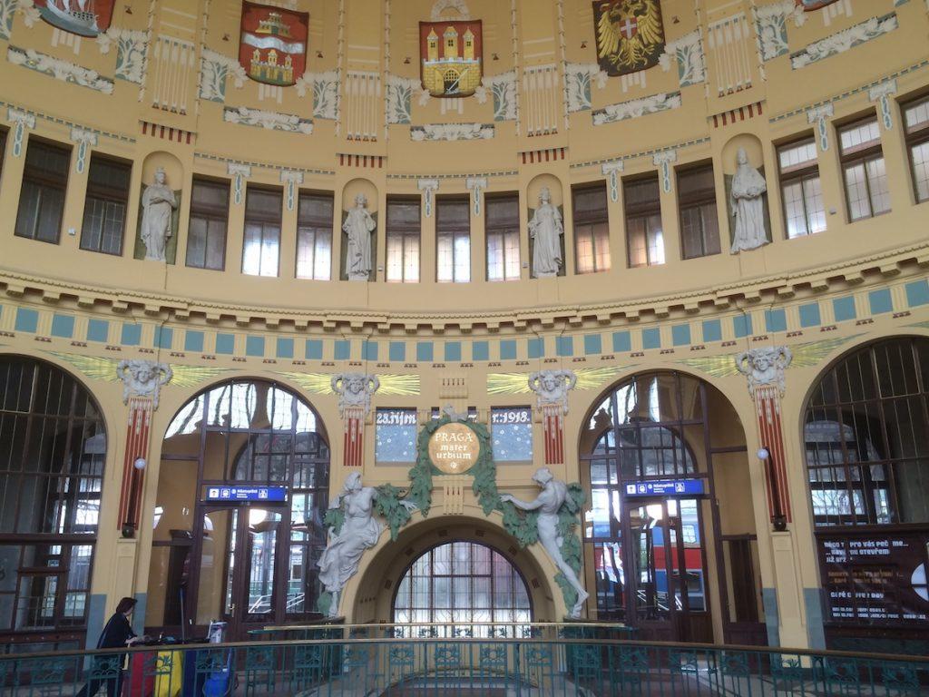 Bahnhofshalle Prag